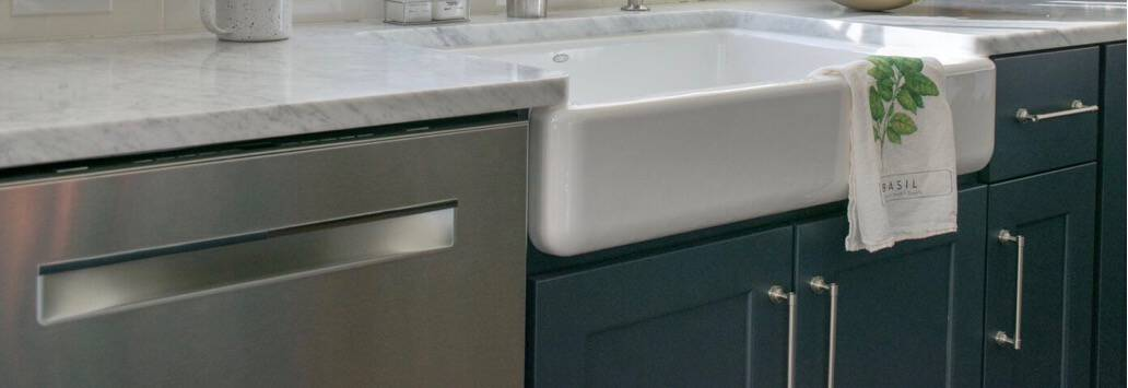 3 Ways to Style your Farmhouse Sink with Colors