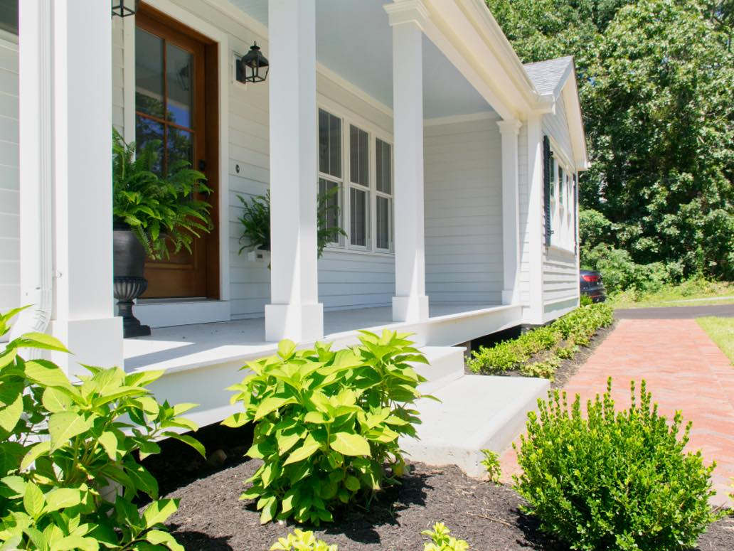 Best White Farmhouse Exterior Paint Colors And How To Use Them