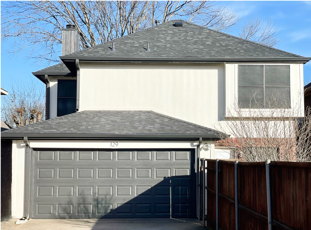 House with gray roof, SW Natural Choice siding, SW Urbane Bronze garage door and accents